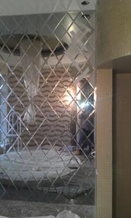 Зеркальное панно в частном интерьере