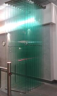Стеклянная дверь - гармошка в бизнес центре г. Москва