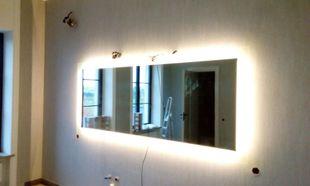 Зеркало с боковой подсветкой.