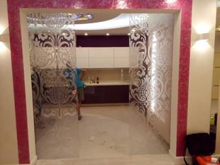 Раздвижная дверь с пескоструйным рисунком